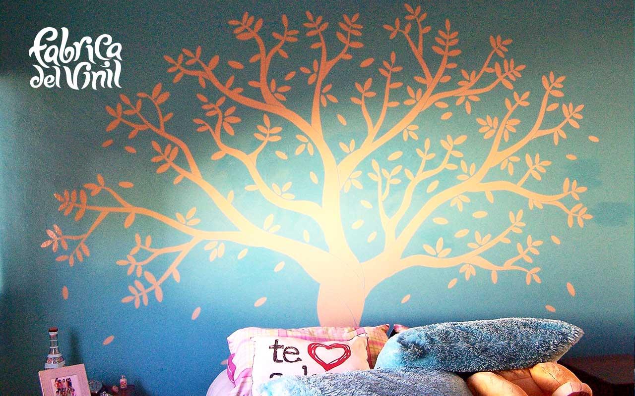 Este Vinil decorativo fue un pedido especial para el cuarto de una clienta, que deseaba colocar sus cuadros favoritos como frutos de este árbol de cerezas. En las fotografías es posible apreciar la instalación de este Sticker Decorativo, similar a las etapas de crecimiento de un árbol real. Este diseño Está inspirado en un Cherry Tree que ella encontró en una página de Inglaterra, nos comentó que el precio de este diseño era muy elevado ya que estaba en euros (sin tomar en cuenta el envío y tiempo que tomaría en llegar a México). Fabrica del Vinil surgió de la necesidad de tener en Guadalajara y todo México, Diseños en Vinil Cortado e Impreso de calidad comparable o superior a la que ofrecen paginas Norteamericanas, Europeas y Asiáticas a un precio en pesos MXN. Como lienzo de tus ideas de decoración utilizamos los mejores materiales para crear las calcomanías decorativas que harán únicos tus espacios y pertenencias: Paredes, techos, pisos, vidrios, vehículos, etc. Tenemos servicio de instalación de vinil sobre todas las superficies posibles, manejamos materiales para diversas aplicaciones: translucidos, matte, opacos y más. Enviamos nuestros productos a todo México. Algunas de las ventajas de nuestro vinil cortado son: Material Norteamericano especializado Durable a la intemperie de 4 a 6 años Colores solidos súper vivos (mucho más que el vinil impreso) Gran precisión en los trazos (imposibles de lograr a mano) Tenemos disponibles materiales especiales (sobre pedido) Manejamos una amplia paleta de colores Poderoso adhesivo de gran calidad Es un material de fácil aplicación No daña la superficie al removerlo Protege superficies instalado Resistente al tráfico y fricción PONTE EN CONTACTO CON FABRICA DEL VINIL EN: Herrera y Cairo 1009 Colonia Villaseñor (previa cita) C.P. 45200 Guadalajara, Jalisco, México. Página web: www.fabricadelvinil.com Email: fabricadelvinil@gmail.com Páginaen facebook:www.facebook.com/fabricadelvinil twitter: @fabricadelvinil Teléfono fijo: 1