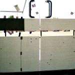 Sticker Esmerilado sobre Cristal Templado En fábrica del vinil te ofrecemos vinil esmerilado de máxima calidad, con una duración de 4 a 6 años. Este tipo de material translucido es ideal para evitar el paso excesivo de luz en oficinas, dividir espacios y crear privacidad. Es posible instalarlo sobre cualquier cristal, incluyendo el cristal templado, con métodos secos o húmedos. Vendemos vinilo esmerilado sin diseño (liso) o con cualquier tipo de silueta cortada. Puedes combinarlo con otros colores brillantes y opacos para formar figuras más complejas y que respondan tu gusto. Este material es prácticamente permanente (debido a que usamos materiales especializados de la mejor calidad) y a la vez es posible removerlo, de tal forma que no dañe en absoluto la superficie del cristal. La instalación de este proyecto fue la solución al exceso de luz que a ciertas horas del día inundaba la recepción de la empresa, esto hacía imposible ver los monitores de las computadoras sin contar las molestias de la recepcionista y los clientes al ser atendidos. A diferencia de la mayoría de tiendas de vinilos en línea, que solamente son distribuidores de diseños prefabricados y además no instalan los mismos. Fabrica del vinil surgió como respuesta a la necesidad de nuestros clientes por encontrar un servicio integral de diseño, corte e instalación de vinilos, para las más diversas aplicaciones. Puedes fácilmente contactarnos por varios medios electrónicos y recibir tus vinilos en cualquier parte del país, ya que hacemos envíos desde Guadalajara Jalisco a todo México. Algunas de las ventajas de nuestro vinil cortado son: Material Norteamericano especializado Durable a la intemperie de 4 a 6 años Colores solidos súper vivos (mucho más que el vinil impreso) Gran precisión en los trazos (imposibles de lograr a mano) Tenemos disponibles materiales especiales (sobre pedido) Manejamos una amplia paleta de colores Poderoso adhesivo de gran calidad Es un material de fácil aplicación No daña la s