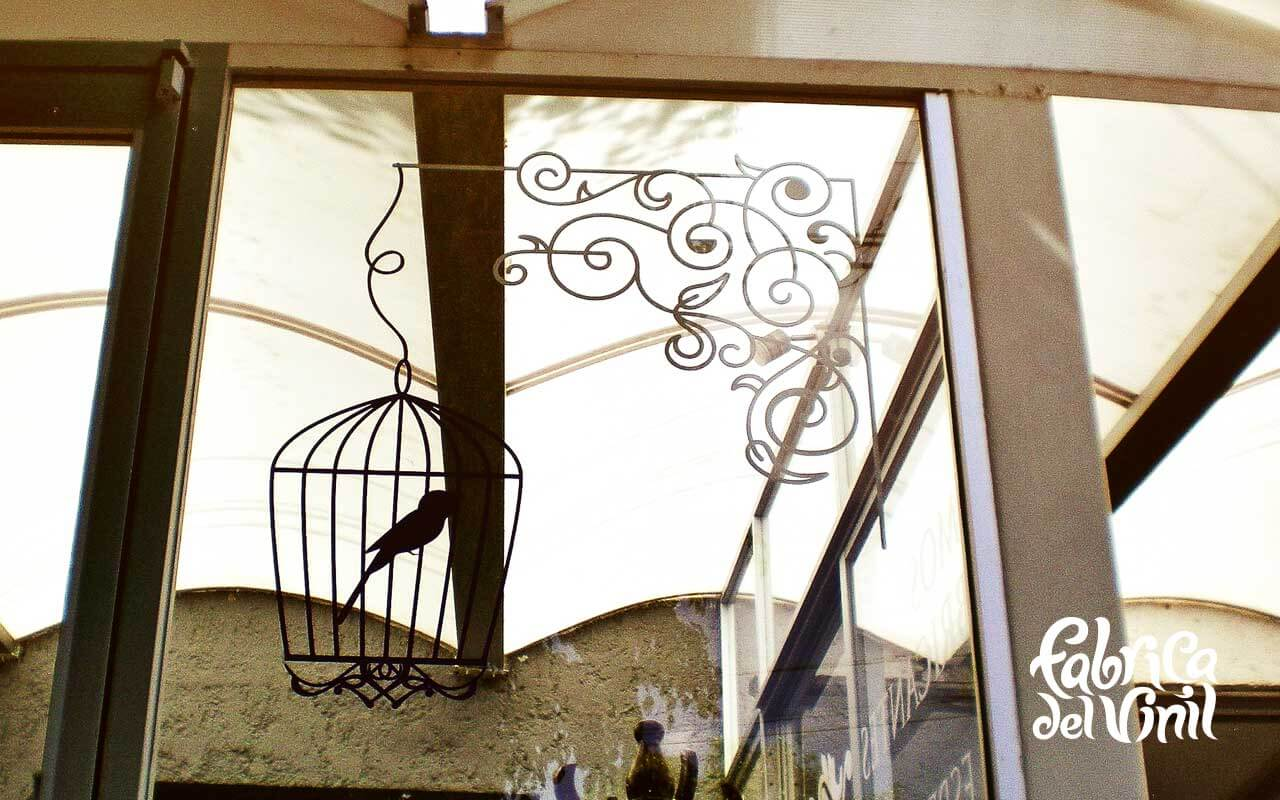 Vinil para vitrina en muebleria 7 fabrica del vinil for Mueblerias en la plata