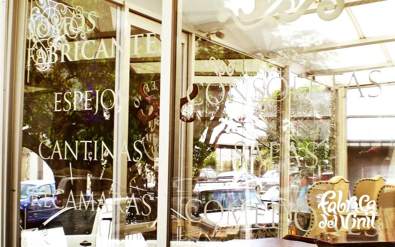 Vinil para vitrina en muebleria 8 fabrica del vinil - Cristales para que no te vean desde fuera ...