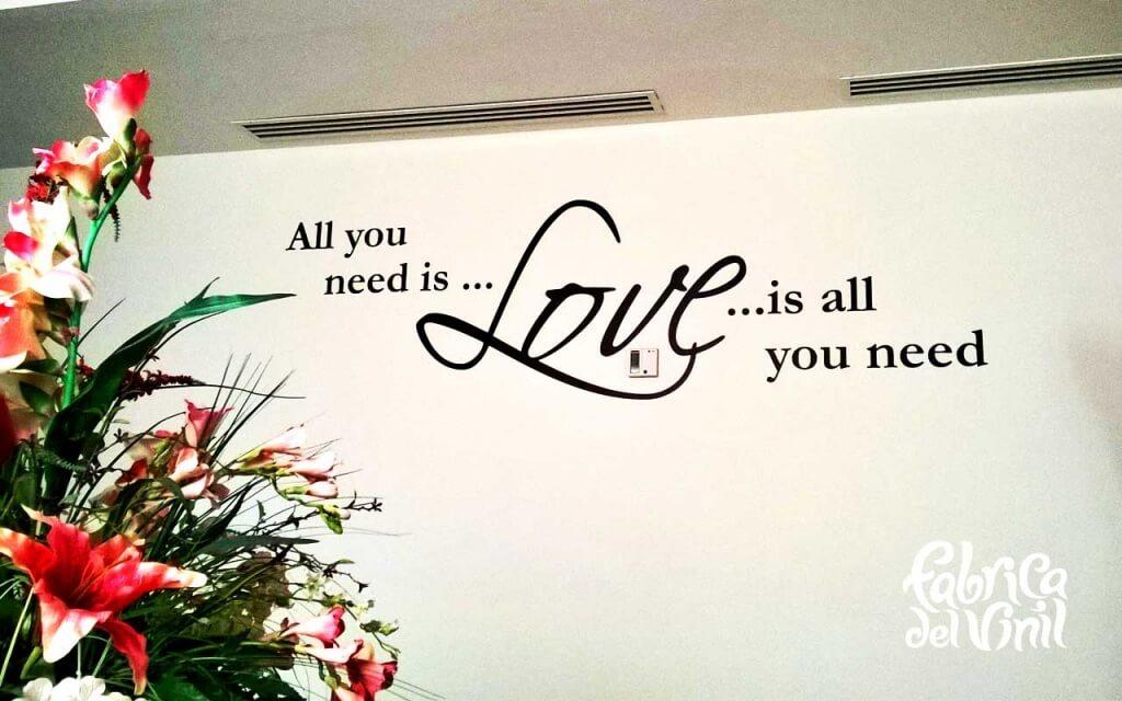 All you need is love es un Wall sticker basado en la letra de la canción todo lo que necesitas es amor de los Beatles