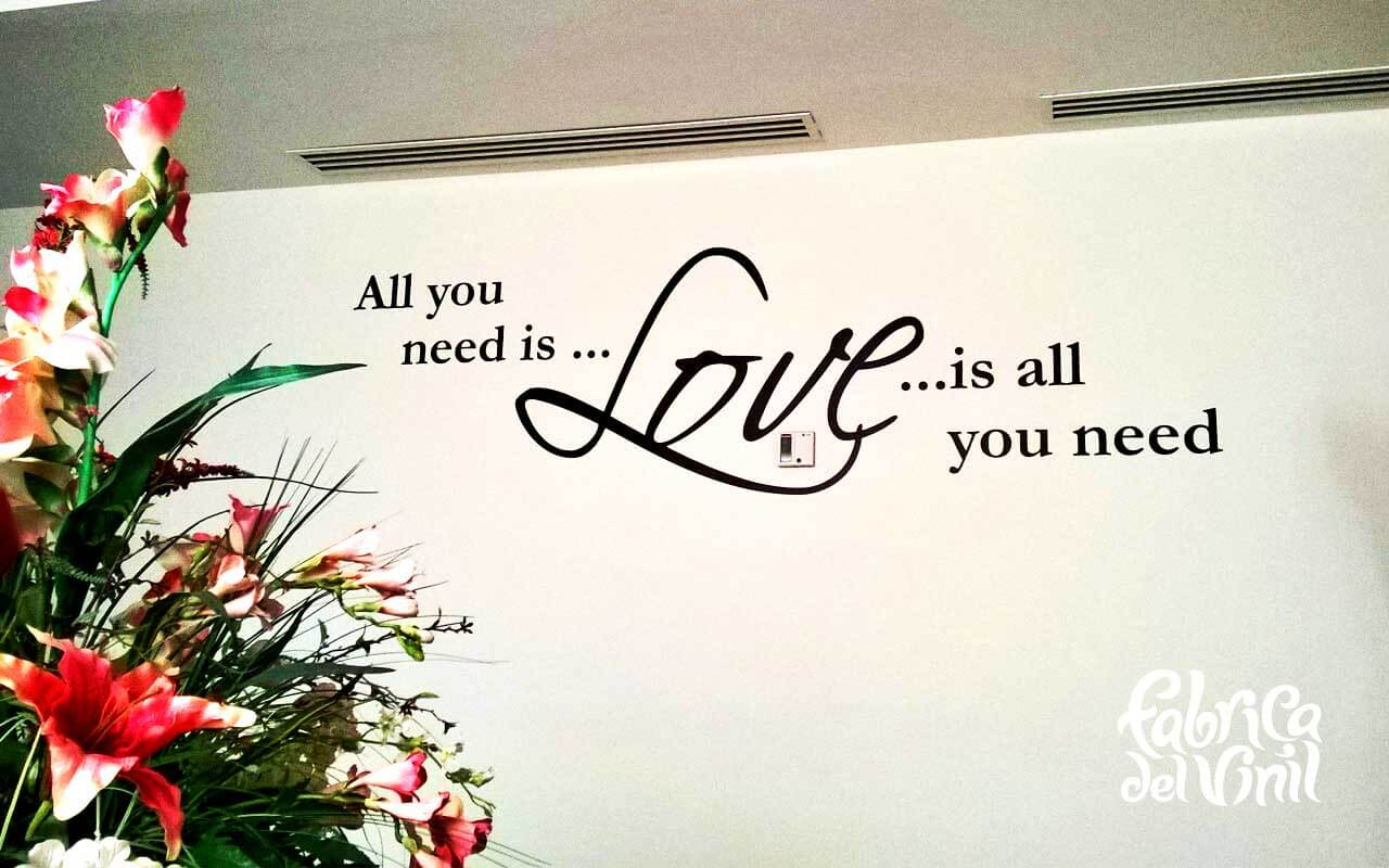 All you need is love es un Wall sticker basado en la letra de la canción todo lo que necesitas es amor de los Beatles