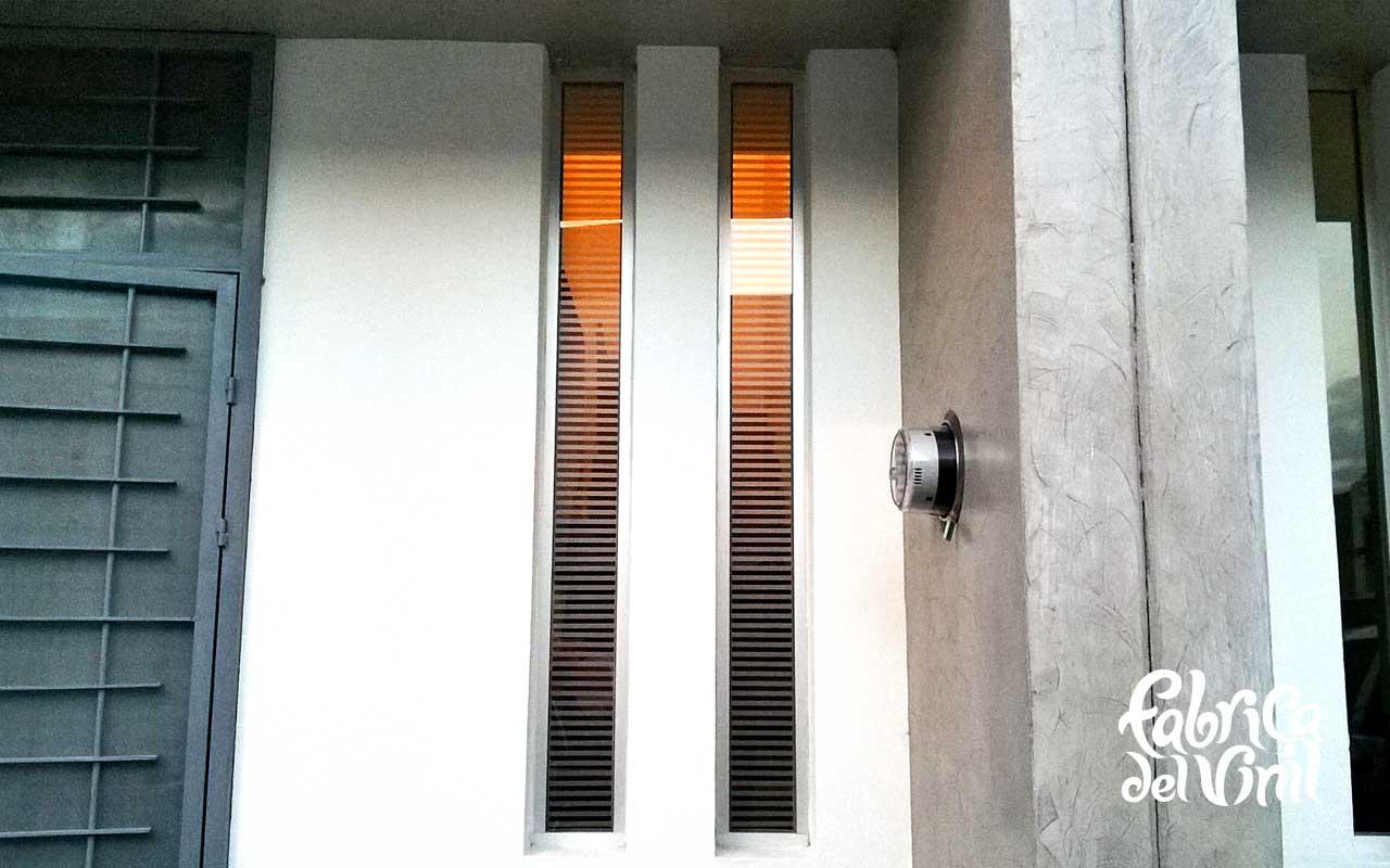 Vinilo esmerilado adherible cortado para vidrios for Puertas con vidrieras decorativas