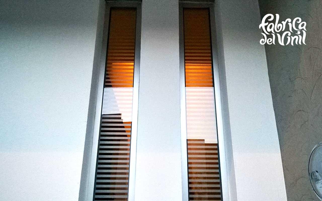 ¿Has pensado en reducir la cantidad de sol que pasa por tus ventanas? ¿Quieres limitar la visibilidad de tus ventanas sin sacrificar claridad? ¿Quieres decorar tus ventanas con los diseños hechos de tus propias ideas? El vinil esmerilado es la mejor solución para cubrir los cristales de tus ventanas, con diseños cortados a la medida (cualquier silueta de tu gusto). Este material adhesivo es translucido y de gran duración (4 a 6 años), limita el paso excesivo de luz, dando privacidad en ambas caras del cristal sobre el que es aplicado. Es posible quitarlo cuando desees sin rayar o dañar la superficie de tus cristales. Creamos diseños en vinil esmerilado para particulares y negocios, desde proyectos pequeños para una sola ventana, hasta grandes cantidades en serie. ¿Has visto en páginas fuera de México diseños en vinil esmerilado que quieres colocar en tu hogar? En fabrica del vinil lo hacemos posible, tan solo envíanos la fotografía del diseño y nosotros lo adaptaremos a tus cristales. Atendemos tus pedidos, cotizaciones y preguntas vía: Teléfono fijo 19 81 85 58, whatsapp 33 1927 2871, email fabricadelvinil@gmail.com, www.facebook.com/fabricadelvinil, y chat en www.fabricadelvinil.com. Enviamos nuestros productos desde Guadalajara Jalisco a todo México. Recibe tus vinilos esmerilados en: Aguascalientes, Baja California, Mexicali, Baja California Sur, La Paz, Campeche, Coahuila, Saltillo, Colima, Chiapas, Tuxtla Gutiérrez, Chihuahua, Distrito Federal, Ciudad de México, Durango, Guanajuato, Guerrero, Chilpancingo, Hidalgo, Pachuca, Jalisco, Guadalajara, México, Toluca, Michoacán, Morelia, Morelos, Cuernavaca, Nayarit, Tepic, Nuevo León, Monterrey, Oaxaca, Puebla, Querétaro, Quintana Roo, Chetumal, San Luis Potosí, Sinaloa, Culiacán, Sonora, Hermosillo, Tabasco, Villahermosa, Tamaulipas, Ciudad Victoria, Tlaxcala, Veracruz, Xalapa, Yucatán, Mérida, Zacatecas y cualquier población de México.
