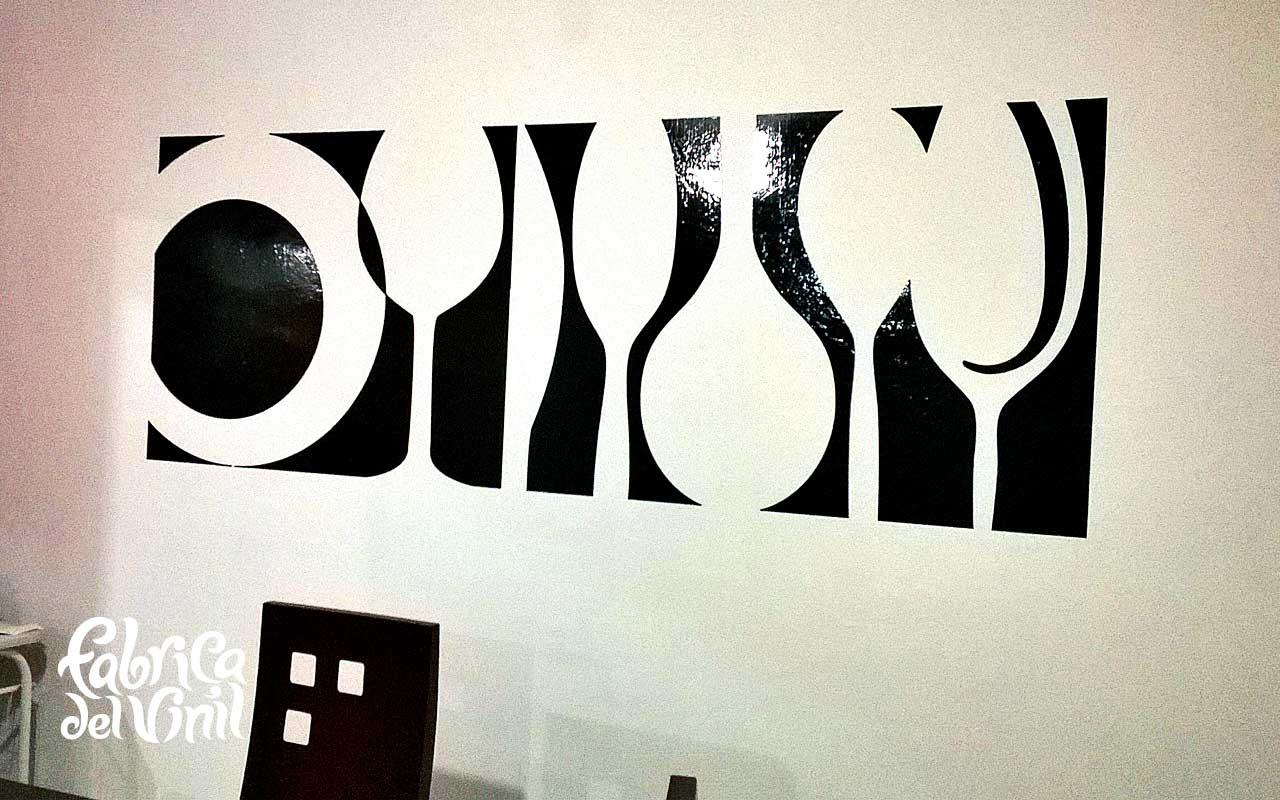 Mural en vinil contorno de cubiertos y copas sobre pared for Fabrica de copas