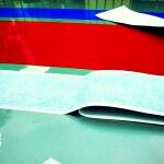 franjas-deportivas-rojas-y-azules-sobre-matiz-3