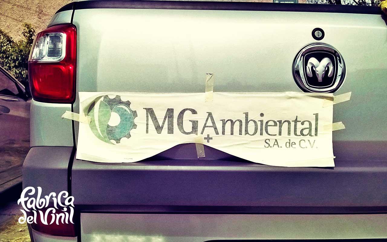 Rotulación de puertas de piloto, copiloto, cajuela de Autos y Camionetas con logotipos en México. Compra en www.fabricadelvinil.com tu tienda de rótulos por computadora.