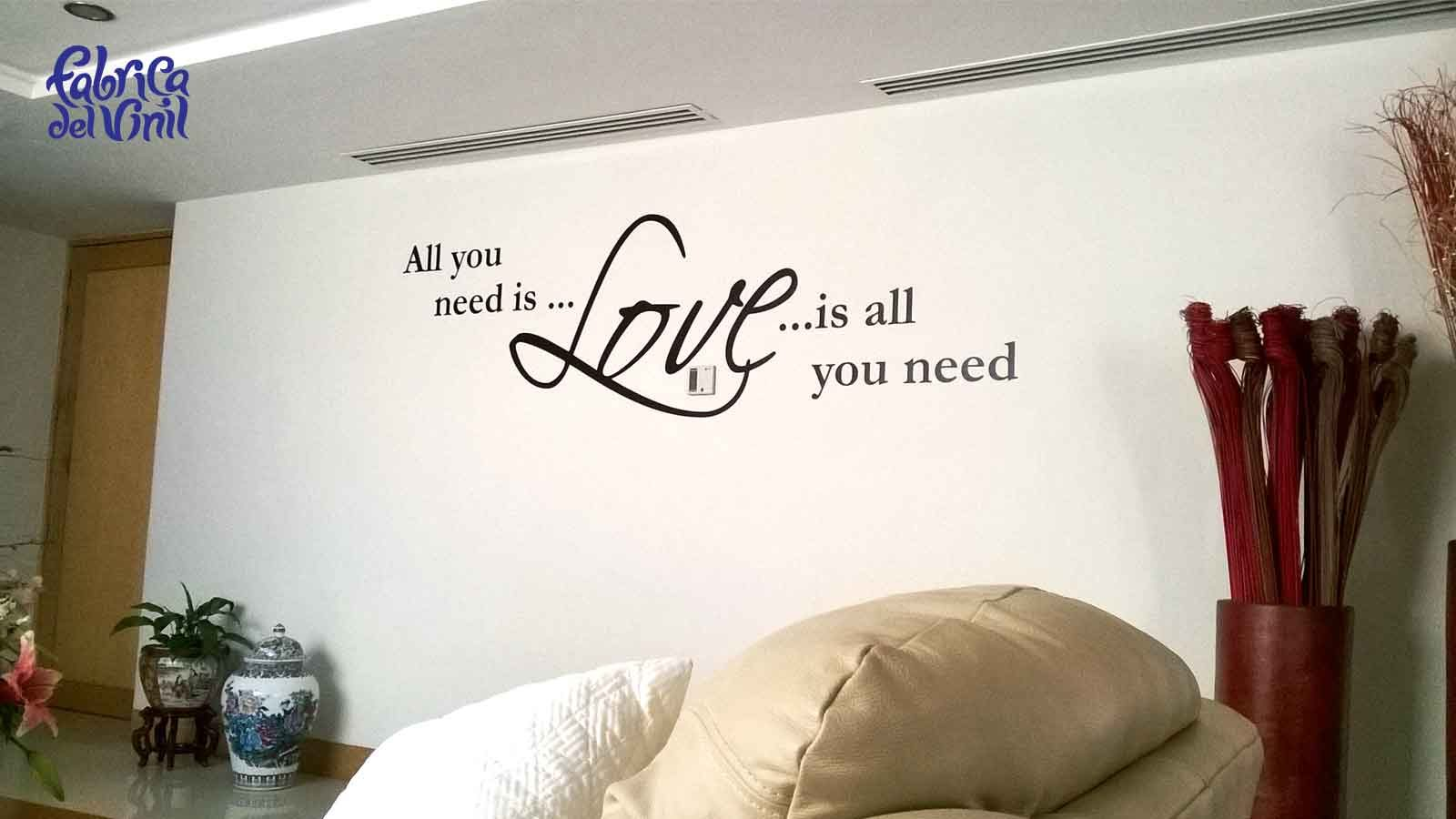 All you need is love es una frase de cancion, fabricada en vinilo adherible para decorar paredes de casas, departamentos, oficinas y negocios. Compra tus vinilos decorativos en fabrica del vinil.