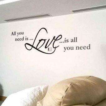 All you need is love es una frase de cancion, fabricada en vinilo adherible para decorar paredes de casas, departamentos, oficinas y negocios. Compra tus vinilos decorativos en fabrica del vinil.